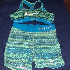 Set Nike pro shorts and bra